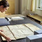 Elena Lavellés: la artista que desentierra la historia para entender el presente