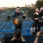 """Alejandro Sanz reinaugura """"el puente del Corazón partío"""" con una actuación sorpresa"""