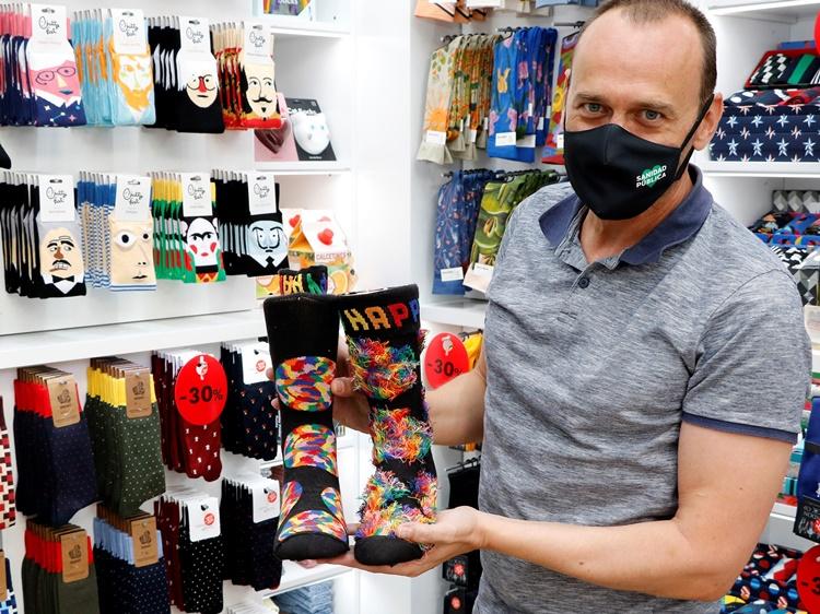 CCC - 15 calcetines divertidos para ir a la oficina con alegría y tiendas de Madrid donde comprarlos