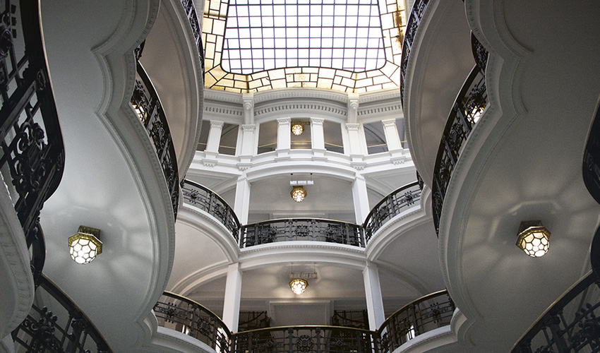 El primer edificio comercial de madrid conserva todo su atractivo
