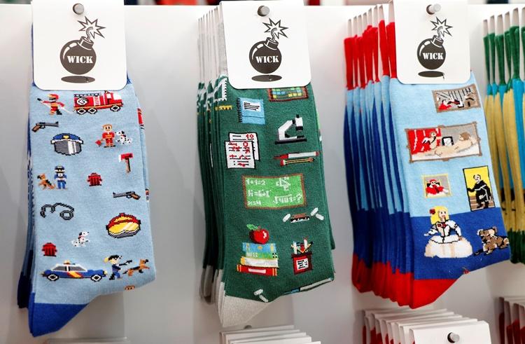 QQQ - 15 calcetines divertidos para ir a la oficina con alegría y tiendas de Madrid donde comprarlos