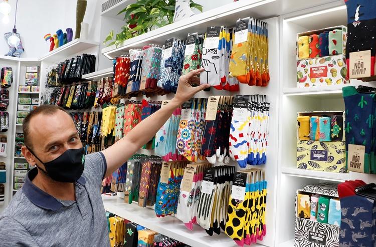 ad - 15 calcetines divertidos para ir a la oficina con alegría y tiendas de Madrid donde comprarlos