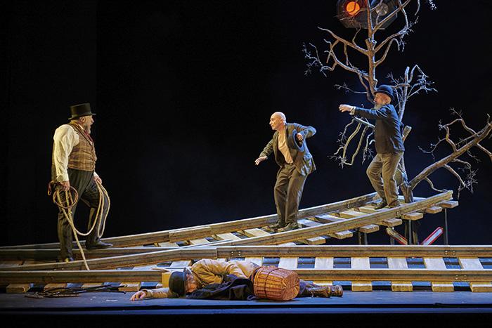 "esperando a Godot Madrid2 - Teatro: ""Esperando a Godot"", cuando la sonrisa esconde la desesperanza"