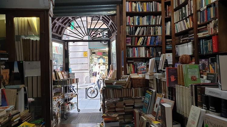 galdos2 - Ruta por las librerías temáticas más chulas de Madrid