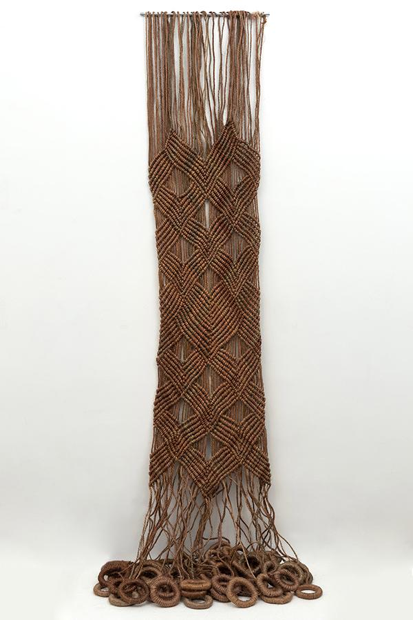 Aurelia Cascada anillas 1973 - Las esculturas textiles de la artista universal Aurèlia Muñoz se exponen en Madrid
