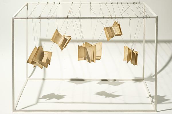 Aurelia Libros en el espacio 1988 - Las esculturas textiles de la artista universal Aurèlia Muñoz se exponen en Madrid
