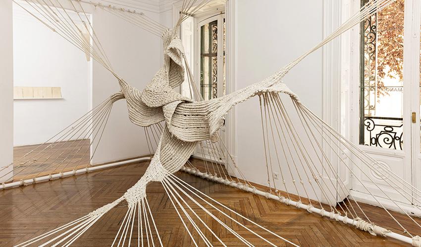 Las esculturas textiles de la artista universal Aurèlia Muñoz se exponen en Madrid
