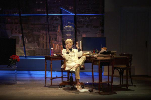 Habitación María escena fotoSergioParra 003 - Concha Velasco vuelve al teatro con un monólogo escrito por su hijo