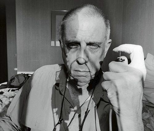 Lee Friedlander - Exposición de fotografía de Lee Friedlander, la cultura popular americana como inspiración