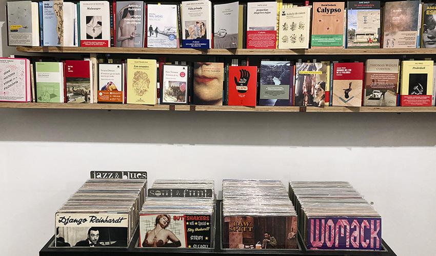 """""""Bajo el volcán"""", la tienda de Lavapiés donde Julio Cortázar escucha a Miles Davis"""