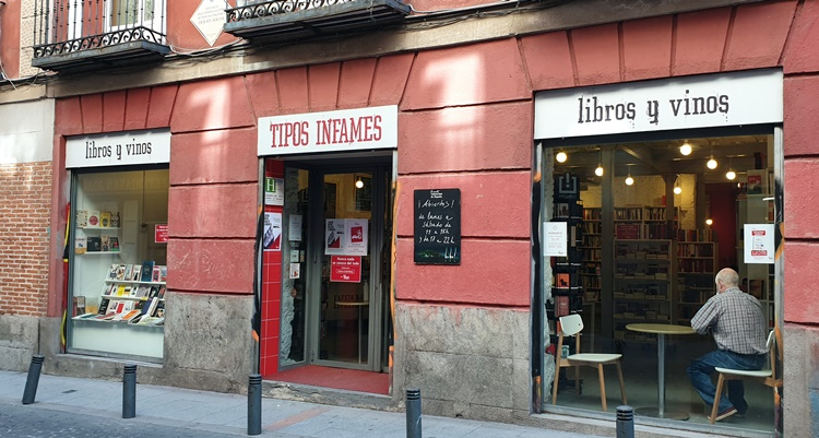 dentro libreria - Historia, terracitas y shopping para un plan perfecto en Madrid