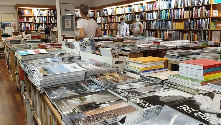 dentro naos1 - Ruta por las librerías temáticas más chulas de Madrid (Parte II)