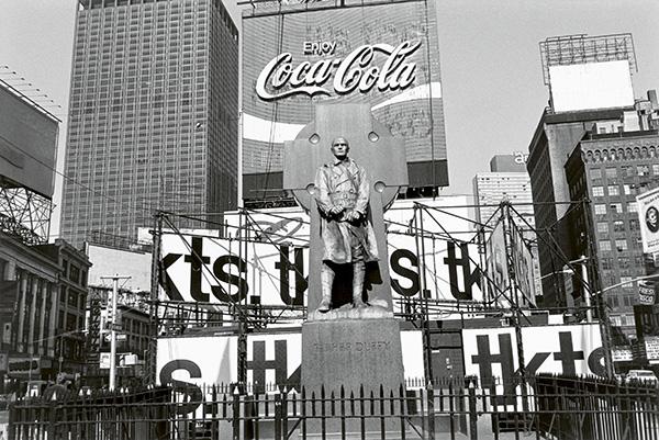 friedlander expo fotos 2 - Exposición de fotografía de Lee Friedlander, la cultura popular americana como inspiración