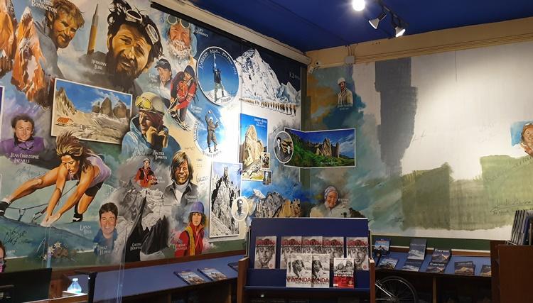 mural - Ruta por las librerías temáticas más chulas de Madrid (Parte II)