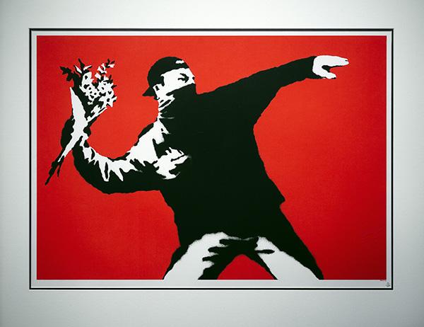 Banksy LOVE IS IN THE AIR - La exposición no autorizada de Banksy llega a Madrid