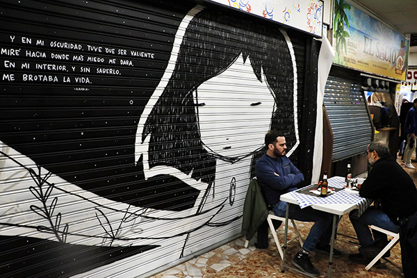 "pinta malasaña Madrid Mercado Mostenses8 - 50 grafiteros actúan en el Mercado de los Mostenses para ""Pinta Malasaña"""