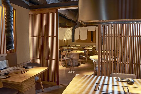 sala restaurante Pilar Akeneya Madrid - Restaurante japonés Pilar Akaneya: El imperio del Kobe y la brasa en Madrid