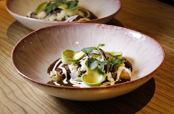 Restaurante Tepic enmolada de pollo - Restaurante Tepic: viaje a la sensibilidad y el producto de la cocina mexicana