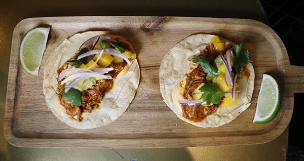 Tacos de cochinita pibil con guacamole y mayonesa de chipotle - Barbara Ann, el restaurante al que invitarías a cenar a Mick Jagger