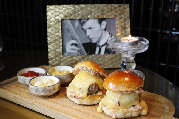mini hamburguesas de vaca maduradas con pan de brioche - Barbara Ann, el restaurante al que invitarías a cenar a Mick Jagger