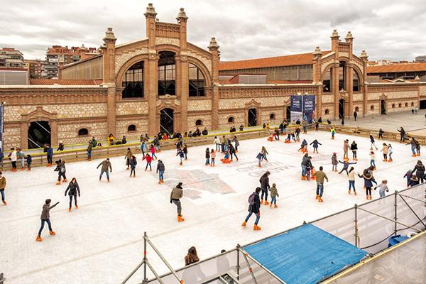 pista de hielo Matadero Madrid - Belenes y una pista de hielo para disfrutar de la Navidad en Madrid