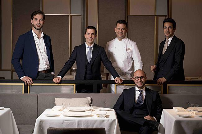 saddle equipo - El restaurante Saddle gana la única nueva estrella Michelin de Madrid en esta edición 2021