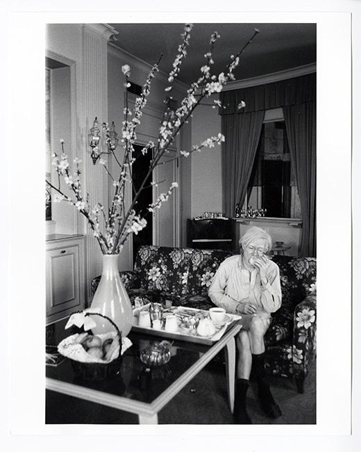 Andys Room Service Breakfast Naples 1976 - Exposición: La intimidad de Andy Warhol fotografiada por su colaborar más cercano
