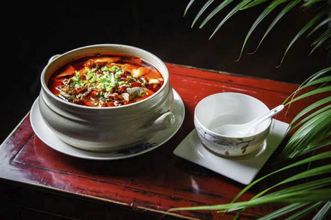 Cazuela de lubina fina con verduras y jugo spicy 2 Hutong - Restaurante chino Hutong: sabores genuinos con el pato Pekín como protagonista
