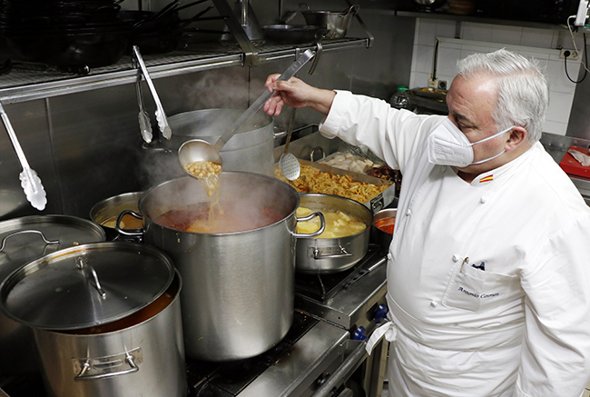 Antonio Cosmen en Cocina - El cocido madrileño del restaurante Cruz Blanca Vallecas está buenísimo