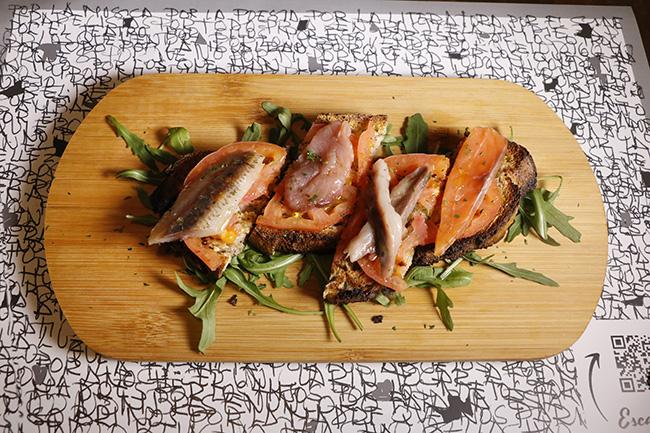 Semisalazones de sardina bonito caballa y salmón. - Fornería Ballarò: catedral de la pizza y el recetario siciliano