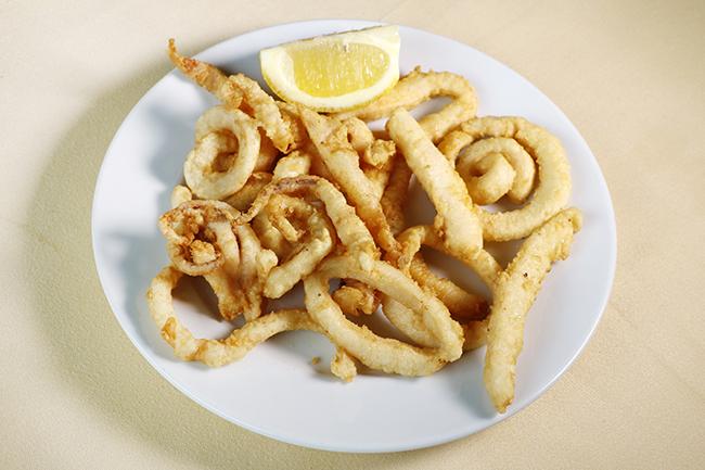 calamares 01 - El cocido madrileño del restaurante Cruz Blanca Vallecas está buenísimo
