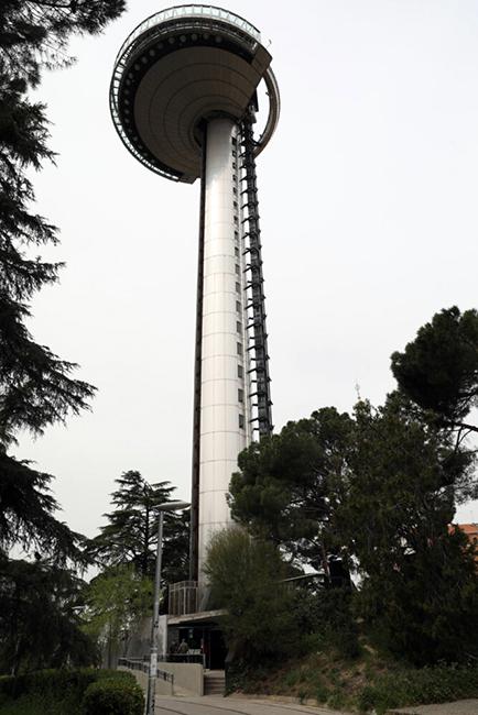 Gal MejorasAccesoFaroMadrid 5 667x1000 1 - El Faro de Moncloa reabre tras las obras de acondicionamiento
