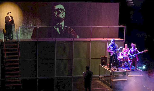 """teatro Fariña 3 - """"Fariña"""", la obra basada en el best seller del narcotráfico gallego, prorroga en el teatro Cofidís"""