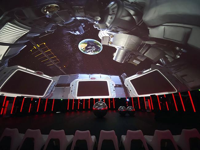 DOMO5 - Viaje a la Luna y concierto inmersivo 360, del artista Gulliverb