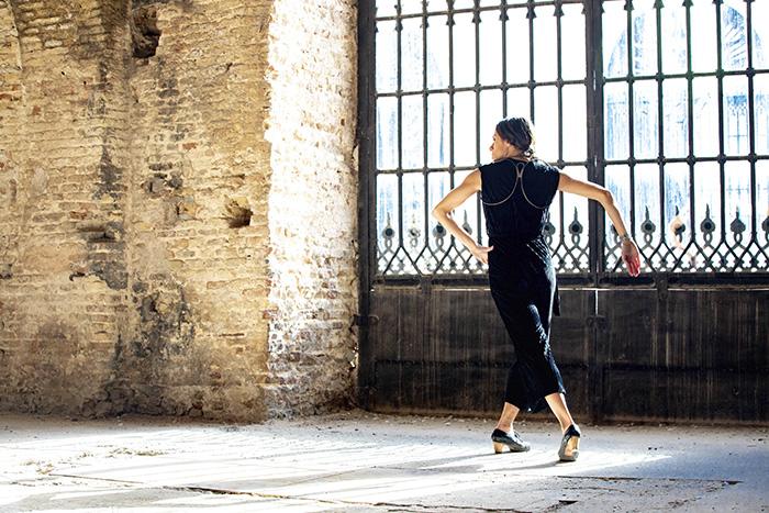 LA REINA DEL METAL Vanesa Aibar. Foto Carlos Bonilla - La danza se cuela en las galerías de arte de Madrid