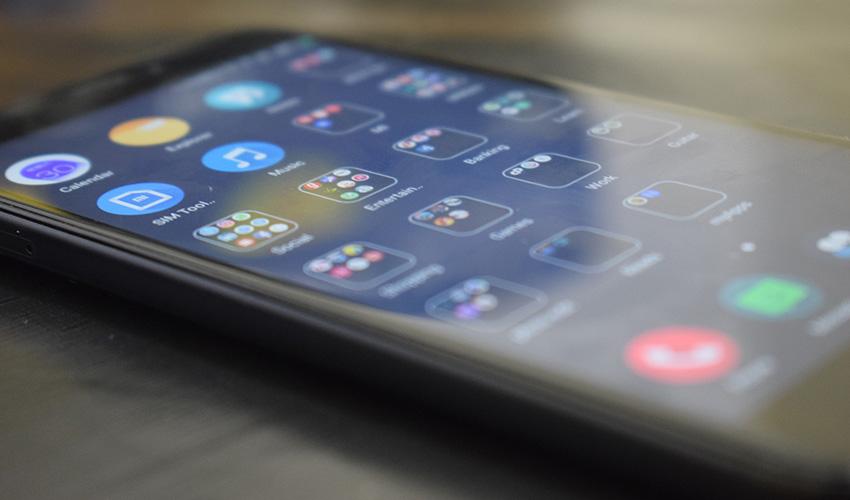 Empresa desarrolla revolucionario smartphone con lente líquido