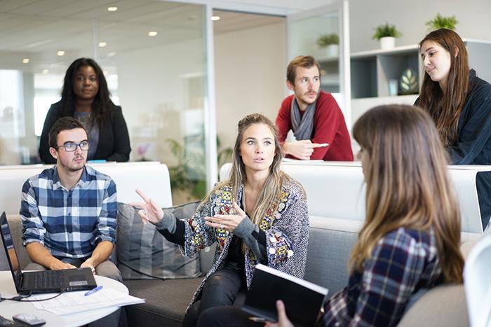 workplace team business meeting business people business teamwork office people 559565.jpgd  - Los espacios de coworking ganan adeptos en Madrid