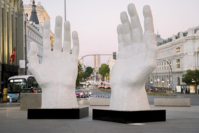 """Hands Zurab Tsereteli Urvanity2021  - Urvanity saca a las calles de Madrid el """"Nuevo Arte Contemporáneo"""""""