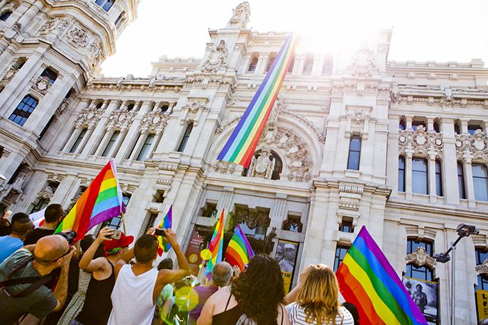 """Bandera en el Ayuntamiento - La semana del Orgullo LGTB 2021 se celebra en Madrid bajo el lema """"Ley Integral Trans Ya"""""""