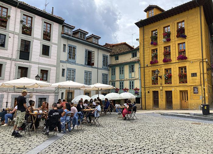 Oviedo. plaza del paraguas - Madrid - Oviedo: Escapada fin de semana