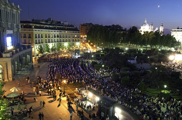 Screen Plaza Oriente 5078 - No te lo pierdas: La ópera Tosca se puede ver gratis en dos pantallas gigantes