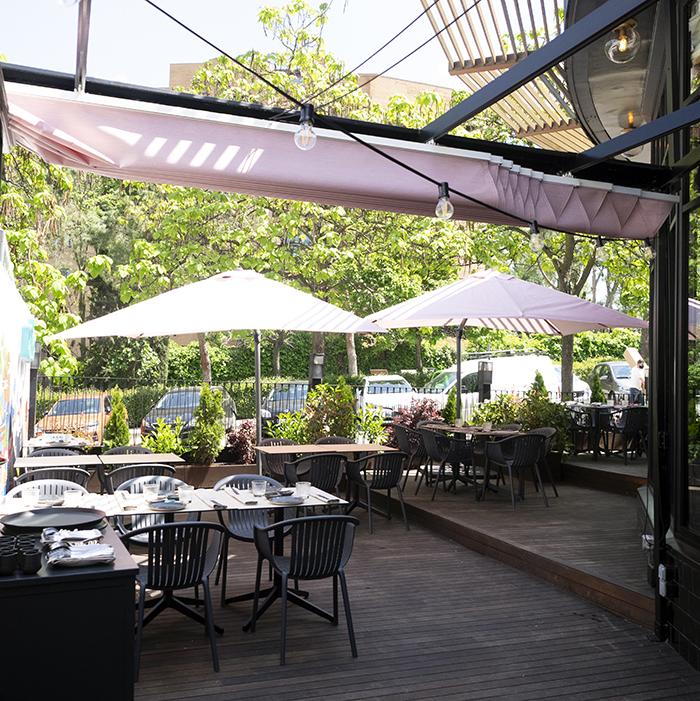 Terraza exterior Wakka Virginia Nunes 01 - Restaurante Wakka: ricos nigiris y dim sum en un universo asiático muy chic