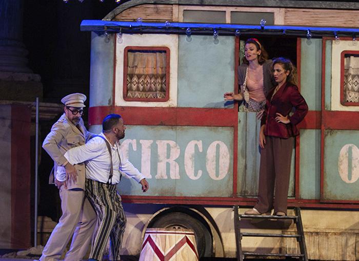 """anfitrion de moliere teatro Madrid3 - Toni Acosta y Pepón Nieto protagonizan la obra de teatro de Moliére """"Anfitrión"""", en el Teatro La Latina"""