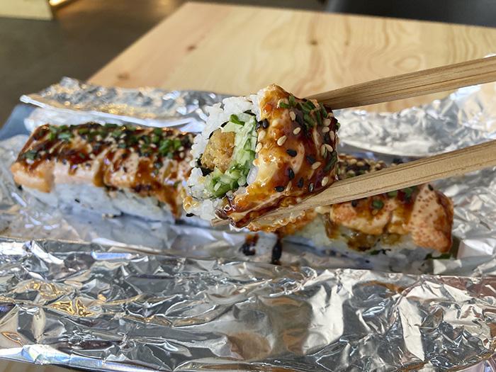 flamed roll 1 sibuya Madrid - Sibuya urban sushi bar: la creativa taberna japonesa que propone desde la pureza