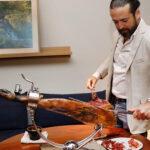 """Encuentro con el """"Samurái del jamón"""" y champagne Bollinger, en Luzi Bombón"""