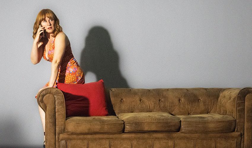 """Teatro: """"Anfitriones"""", una crítica a las nuevas conductas frente a las redes sociales"""