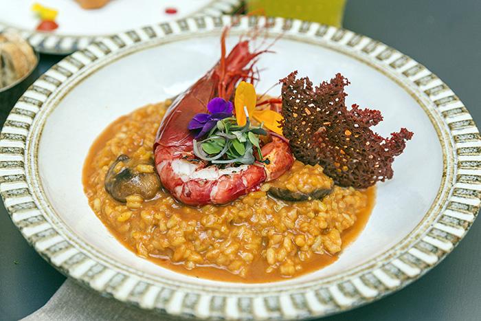 EL HOMBRE PEZ arroz meloso con carabineros y teja de camarones - Restaurante El Hombre Pez: cuatro platos para septiembre desde una cocina sorprendente