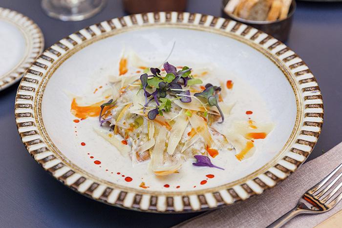 EL HOMBRE PEZ lasaña crujiente de pato y queso Payoyo1 - Restaurante El Hombre Pez: cuatro platos para septiembre desde una cocina sorprendente