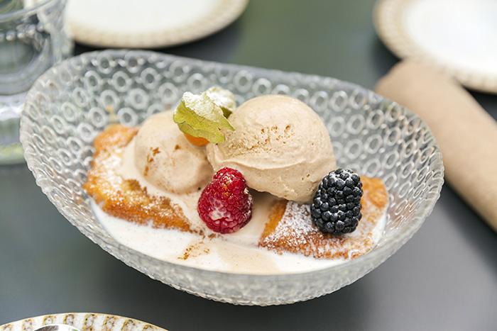 EL HOMBRE PEZ torrija de sobao con helado de canela - Restaurante El Hombre Pez: cuatro platos para septiembre desde una cocina sorprendente